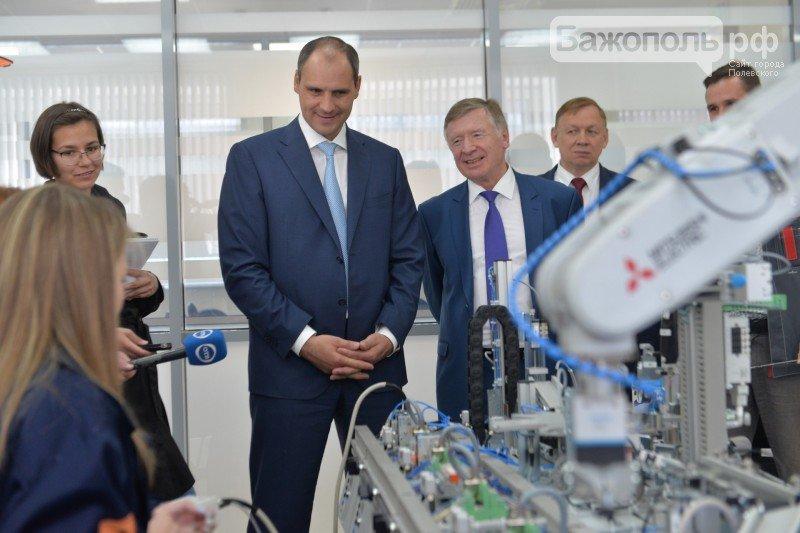 Председатель правительства Свердловской области поздравил полевских школьников с началом нового учебного года, фото-12