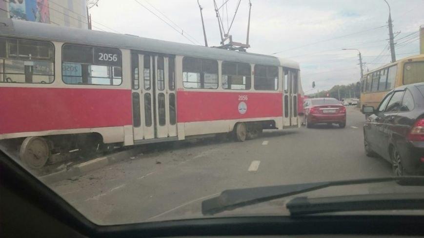В Ульяновске еще один трамвай сошел с рельсов. ФОТО, фото-3