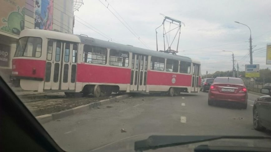В Ульяновске еще один трамвай сошел с рельсов. ФОТО, фото-1