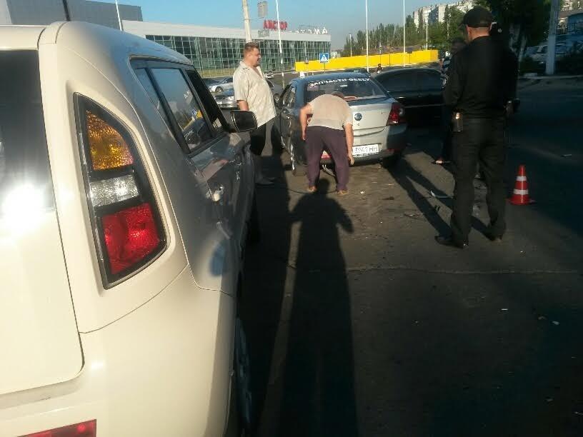 В Мариуполе на перекрестке пяти дорог столкнулись 3 автомобиля (ФОТО), фото-2