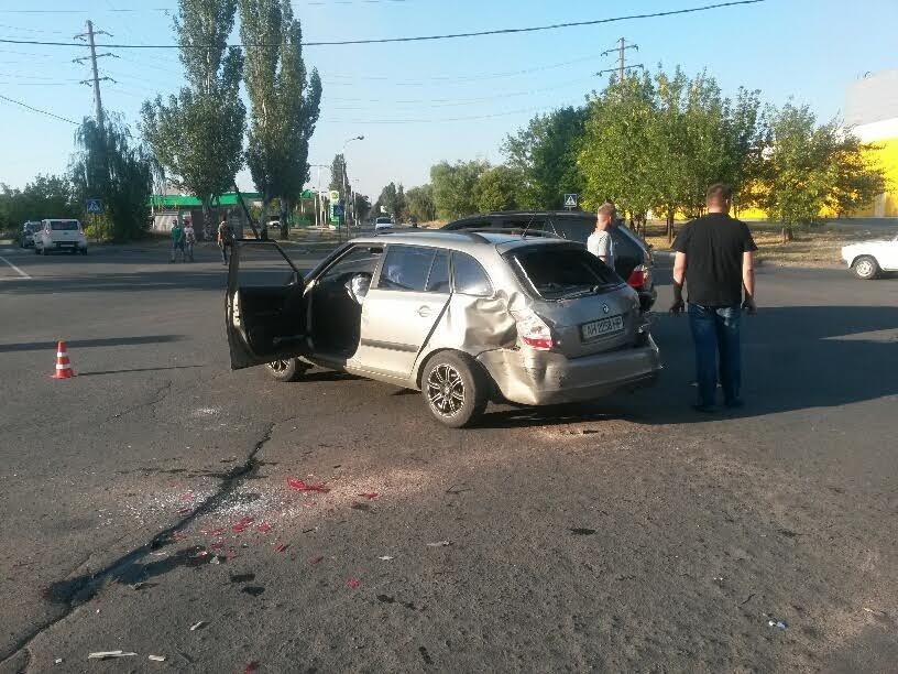 В Мариуполе на перекрестке пяти дорог столкнулись 3 автомобиля (ФОТО), фото-1