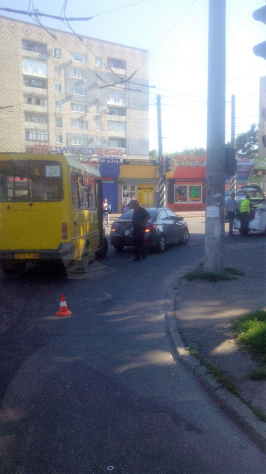 ДТП в Кропивницком: маршрутка врезалась в иномарку. ФОТО, фото-1