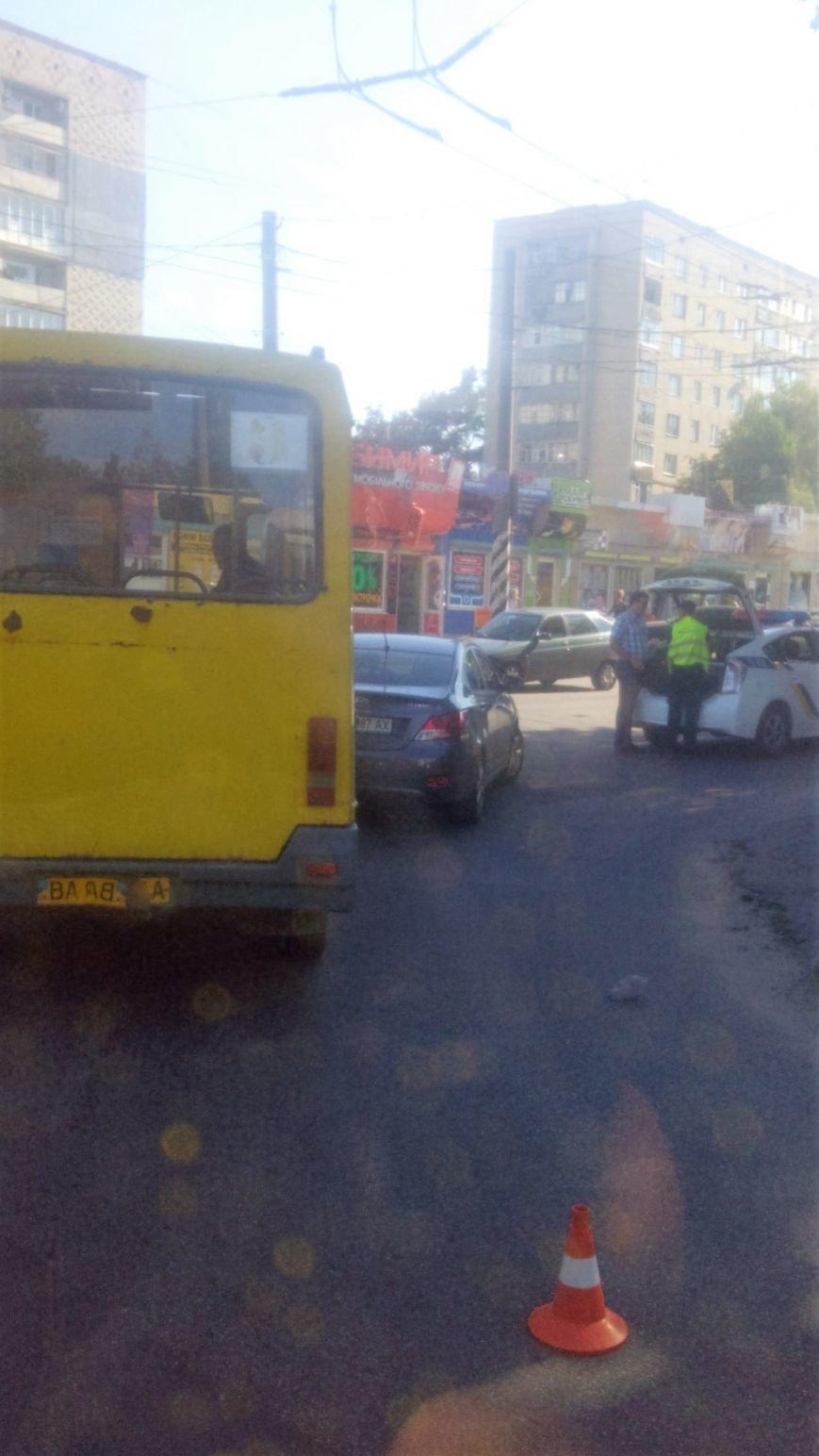 ДТП в Кропивницком: маршрутка врезалась в иномарку. ФОТО, фото-2