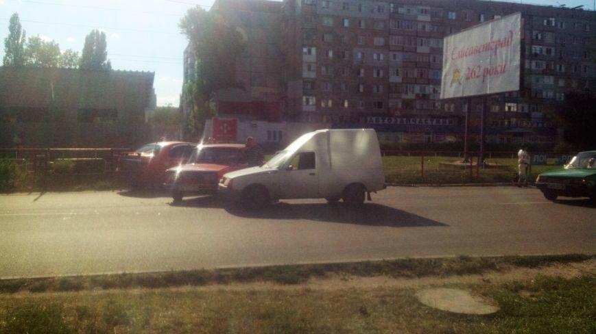 ДТП в Кропивницком: столкнулись автомобили украинского и российского автопрома. ФОТО, фото-2