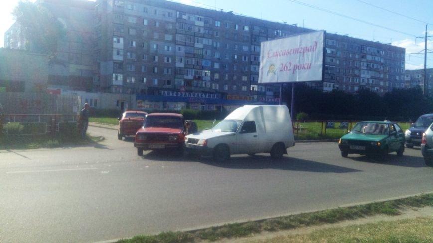 ДТП в Кропивницком: столкнулись автомобили украинского и российского автопрома. ФОТО, фото-3