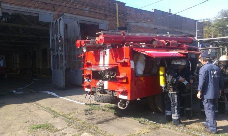 Криворожские пожарные на учениях в трамвайном депо спасли человека  (ФОТО), фото-4