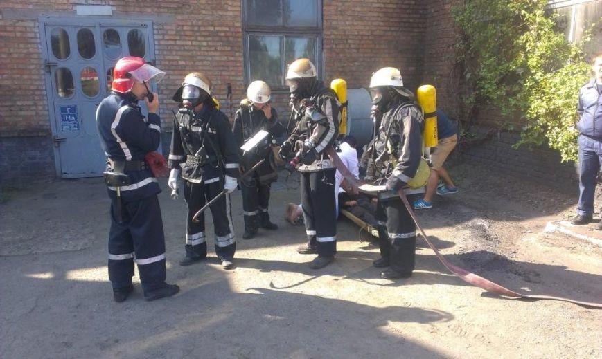 Криворожские пожарные на учениях в трамвайном депо спасли человека  (ФОТО), фото-3