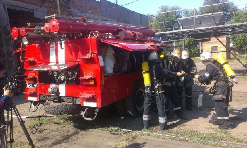 Криворожские пожарные на учениях в трамвайном депо спасли человека  (ФОТО), фото-2