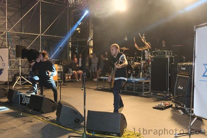 Рок-н-ролл жив! 15 самых ярких фото с рок-концерта в Новополоцке, фото-13