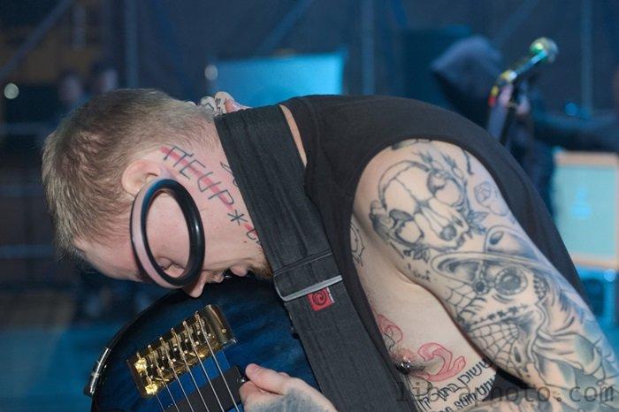 Рок-н-ролл жив! 15 самых ярких фото с рок-концерта в Новополоцке, фото-14