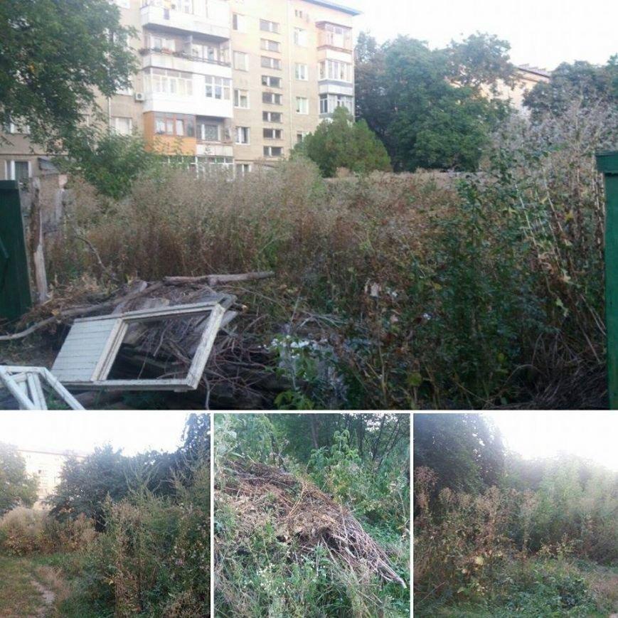 Мешканці двору на Галицькій скаржаться, що ремонту, який анонсувала влада, не було. Фото, фото-3