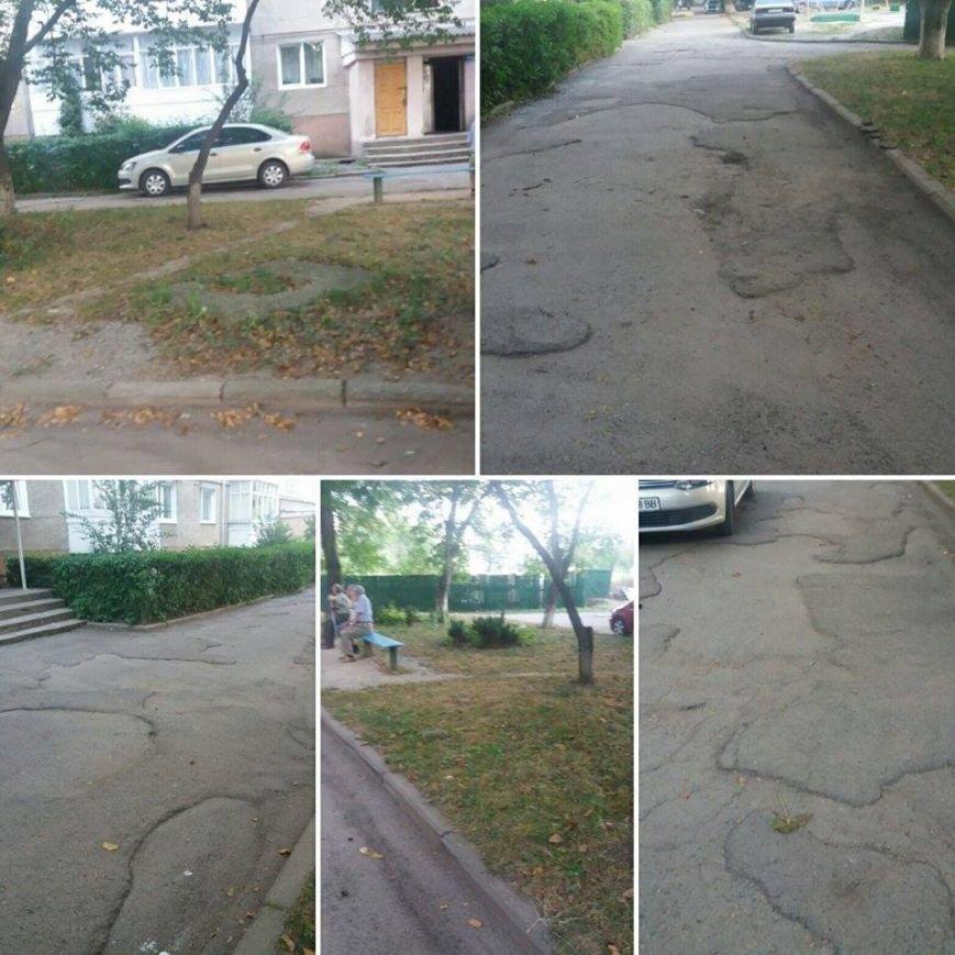 Мешканці двору на Галицькій скаржаться, що ремонту, який анонсувала влада, не було. Фото, фото-4