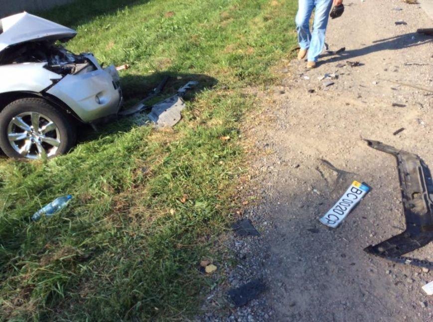 На Львівщині «BMW» на шаленій швидкості в'їхав в іномарку: від удару автомобіль розірвало навпіл (ФОТО), фото-6