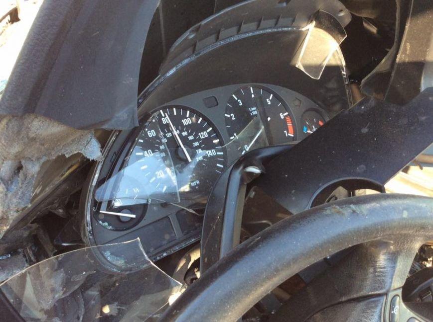 На Львівщині «BMW» на шаленій швидкості в'їхав в іномарку: від удару автомобіль розірвало навпіл (ФОТО), фото-1