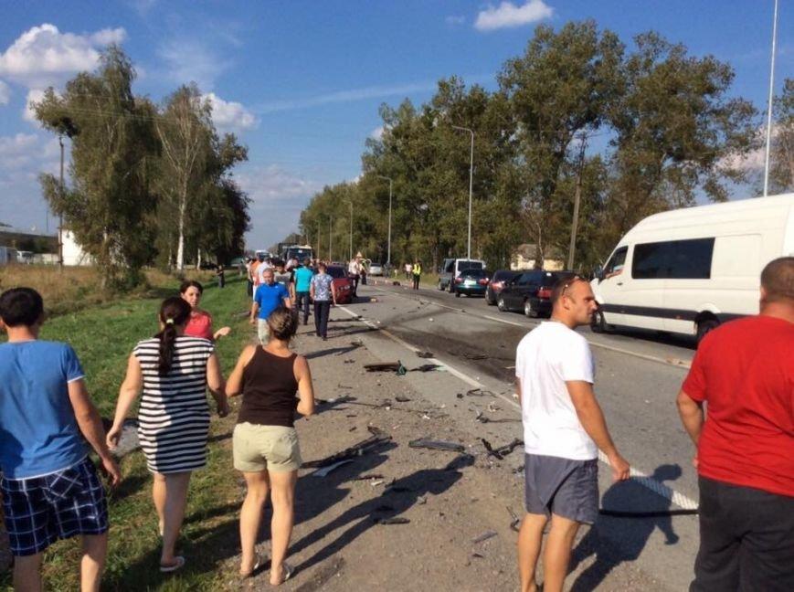 На Львівщині «BMW» на шаленій швидкості в'їхав в іномарку: від удару автомобіль розірвало навпіл (ФОТО), фото-5