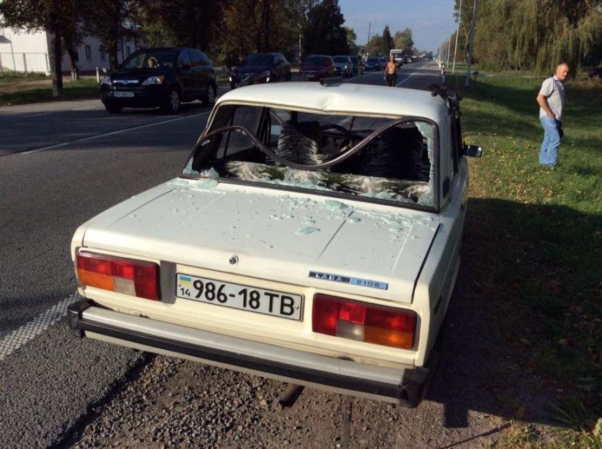 На Львівщині «BMW» на шаленій швидкості в'їхав в іномарку: від удару автомобіль розірвало навпіл (ФОТО), фото-3