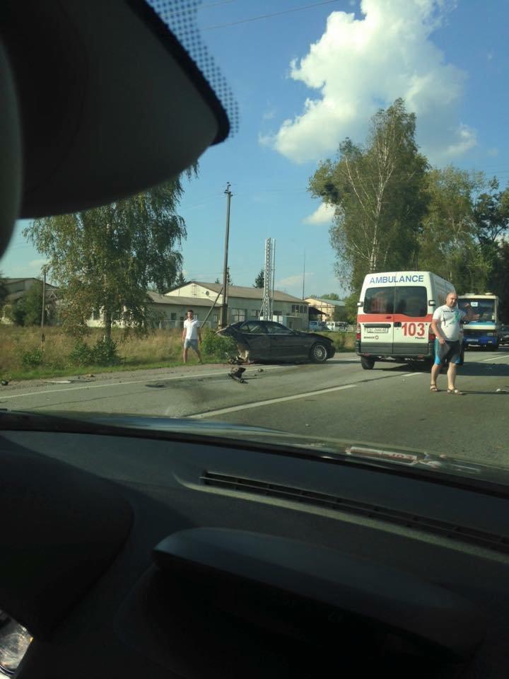На Львівщині «BMW» на шаленій швидкості в'їхав в іномарку: від удару автомобіль розірвало навпіл (ФОТО), фото-4