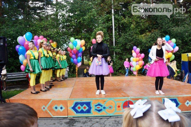 Первоклассники Полевского отметили начало учебного года ярким праздником, фото-4