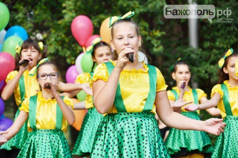 Первоклассники Полевского отметили начало учебного года ярким праздником, фото-5