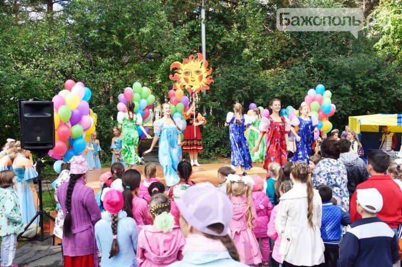 Первоклассники Полевского отметили начало учебного года ярким праздником, фото-8