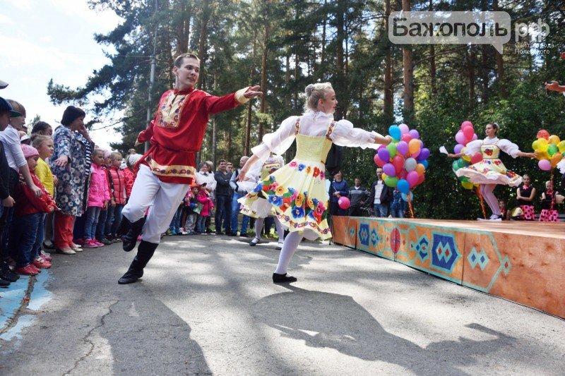 Первоклассники Полевского отметили начало учебного года ярким праздником, фото-11