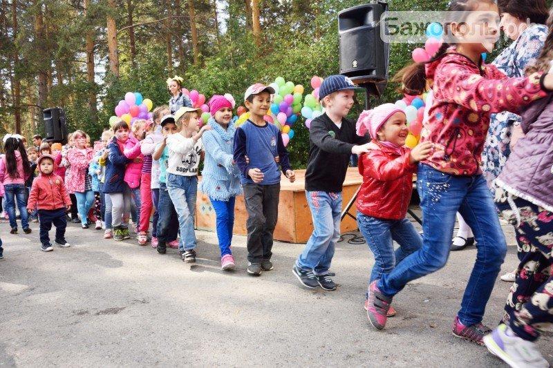 Первоклассники Полевского отметили начало учебного года ярким праздником, фото-10