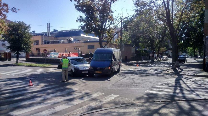 На перекрёстке улиц Сердюка и Маслова снова авария (ФОТО), фото-1
