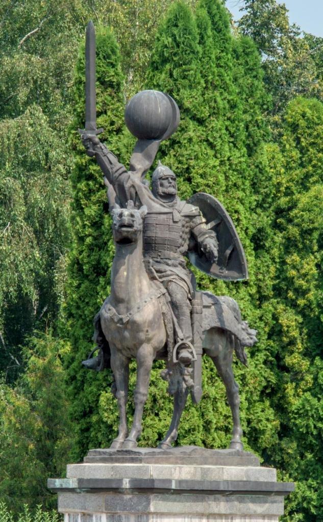 Monument_to_Prince_Igor._Novhorod-Siverskyi