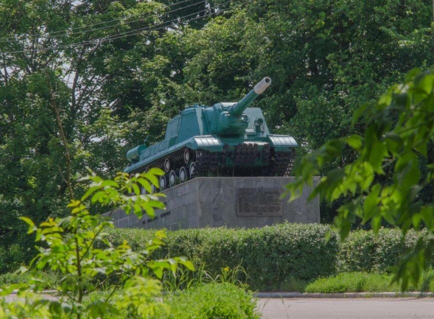 Визволителям_Новгорода-Сіверського_пам'ятник