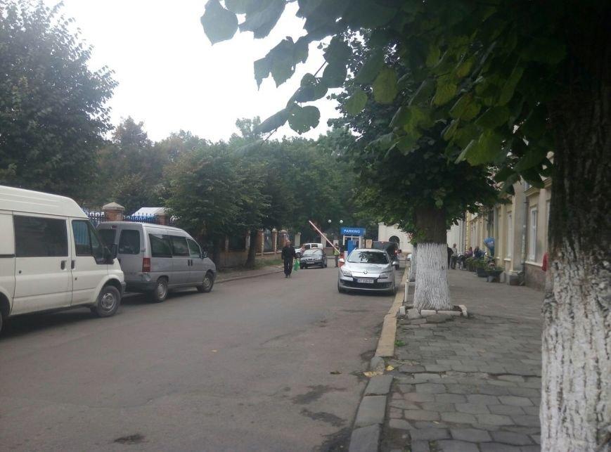"""Франківці іронізують щодо """"совкової роботи"""" паркувальної зони в центрі міста. Фото, фото-4"""
