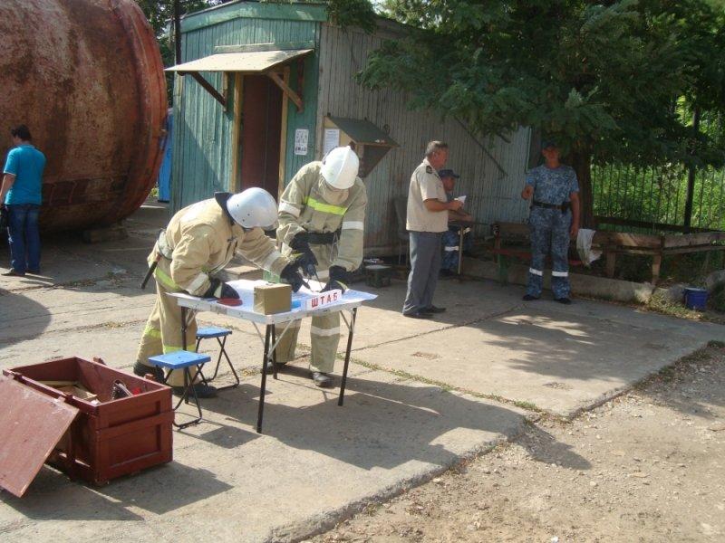 Сегодня в Крыму пожарные поливали водой стоявший на причале теплоход (ФОТО), фото-1