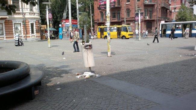 Фото_2 Центр города в грязи и мусоре