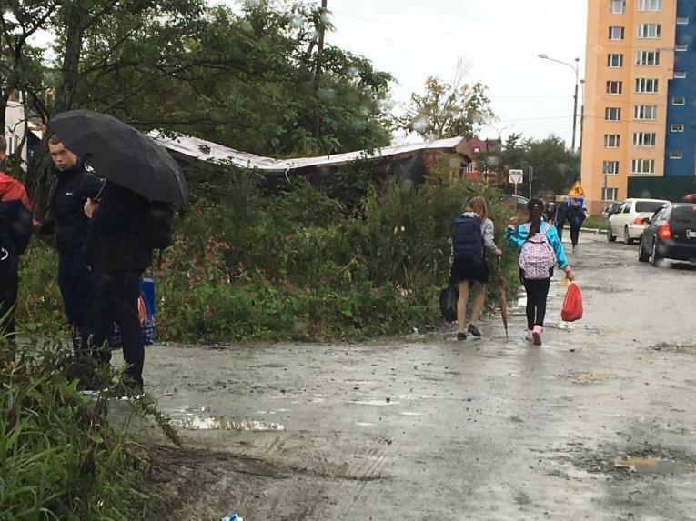 Дети Южно-Сахалинска рискуют по пути в школу и обратно домой, фото-1
