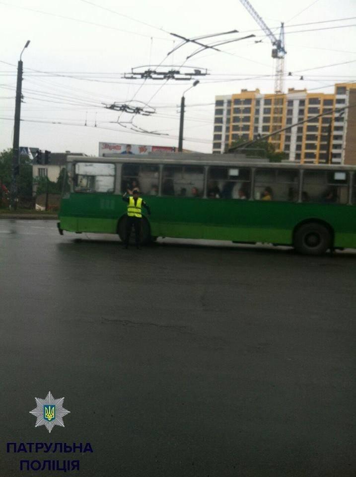 На перехресті Незалежності-Івасюка не працює світлофор, фото-1