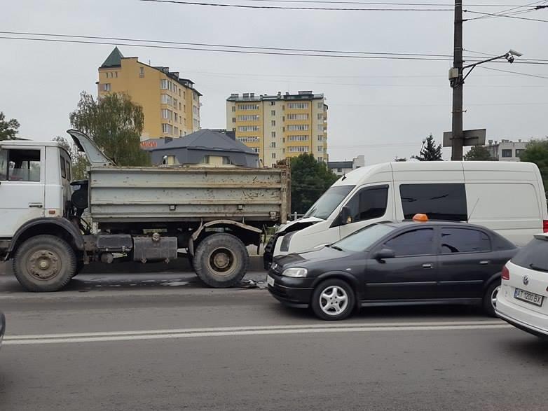 Через дві ДТП на Галицькій утворилися численні затори (ФОТО), фото-1