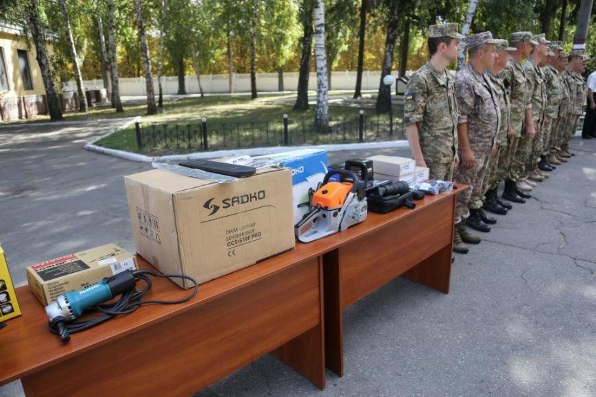 Кременчугским ракетчикам передали радиостанции, приборы ночного видения и стройматериалы, фото-2