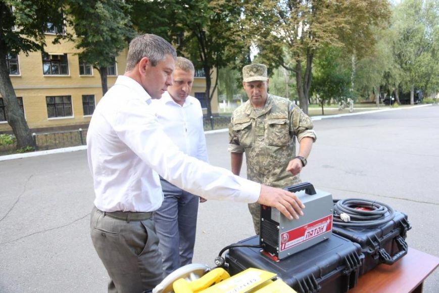 Кременчугским ракетчикам передали радиостанции, приборы ночного видения и стройматериалы, фото-7