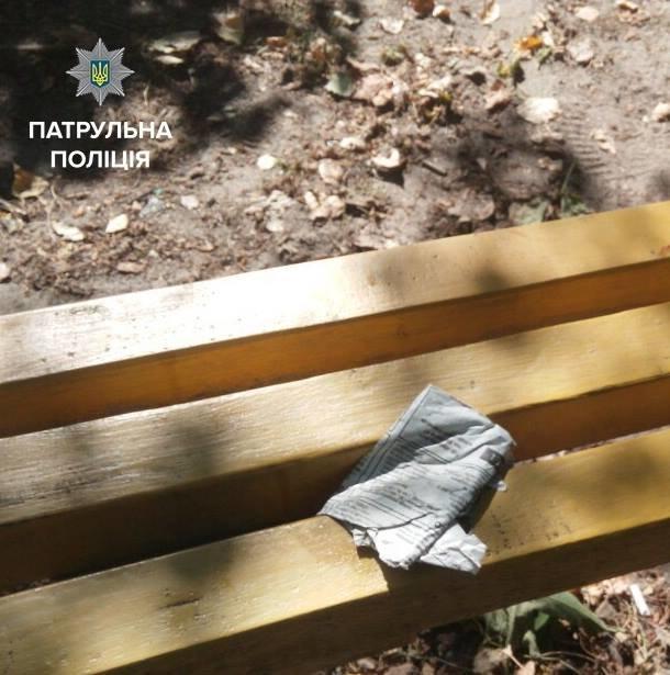 В Кременчуге копы задержали группу наркоманов на детской площадке, фото-1