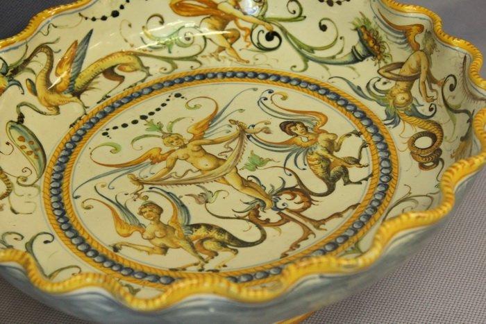 Масонская коллекция, футуристические журналы, монетницы из бисера и китайские вазы. Что еще экспонирует Музей истории частного коллекциони..., фото-12