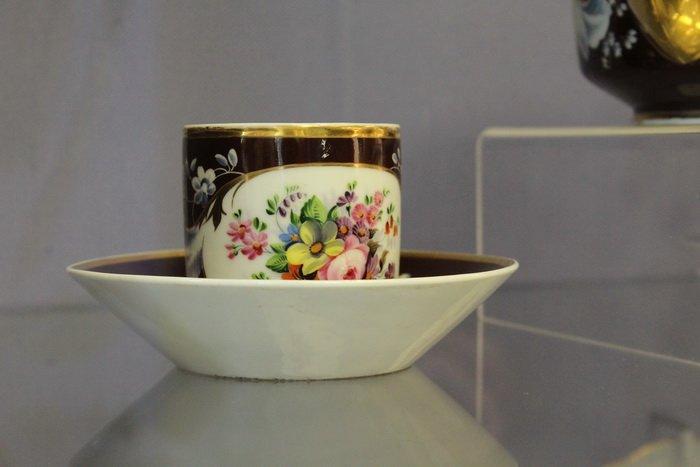 Масонская коллекция, футуристические журналы, монетницы из бисера и китайские вазы. Что еще экспонирует Музей истории частного коллекциони..., фото-13