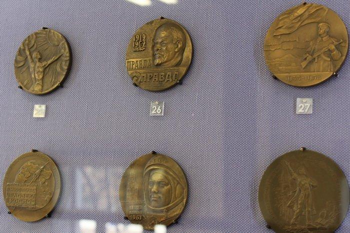 Масонская коллекция, футуристические журналы, монетницы из бисера и китайские вазы. Что еще экспонирует Музей истории частного коллекционир..., фото-6