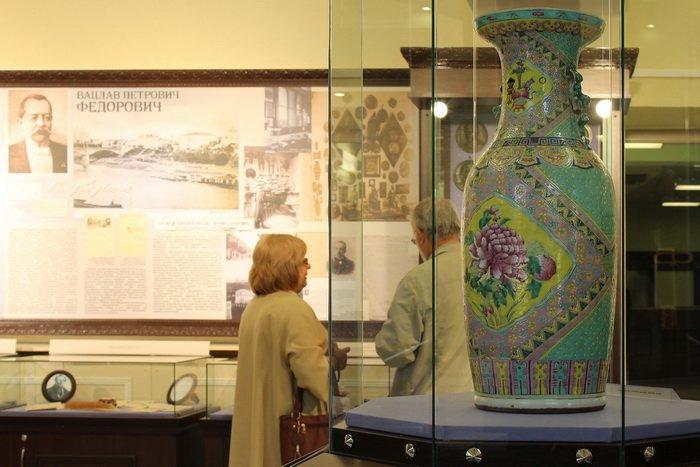 Масонская коллекция, футуристические журналы, монетницы из бисера и китайские вазы. Что еще экспонирует Музей истории частного коллекционир..., фото-4