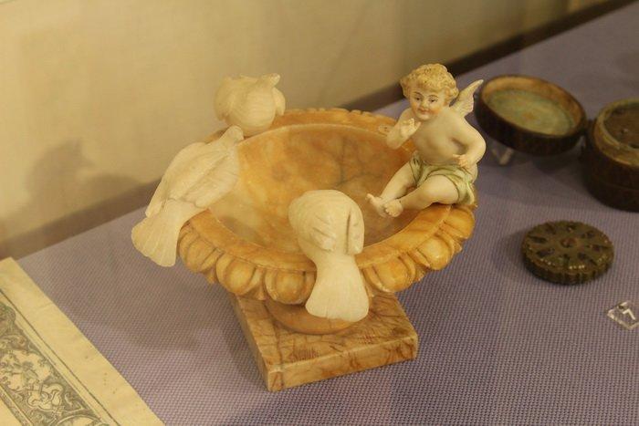 Масонская коллекция, футуристические журналы, монетницы из бисера и китайские вазы. Что еще экспонирует Музей истории частного коллекциони..., фото-15