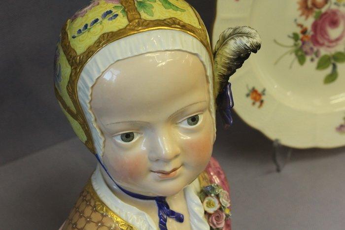 Масонская коллекция, футуристические журналы, монетницы из бисера и китайские вазы. Что еще экспонирует Музей истории частного коллекциони..., фото-11