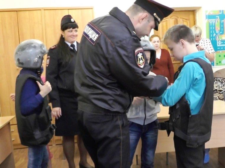 Сотрудники Полевского отдела полиции учили воспитанников детского дома защищать свои права, фото-2