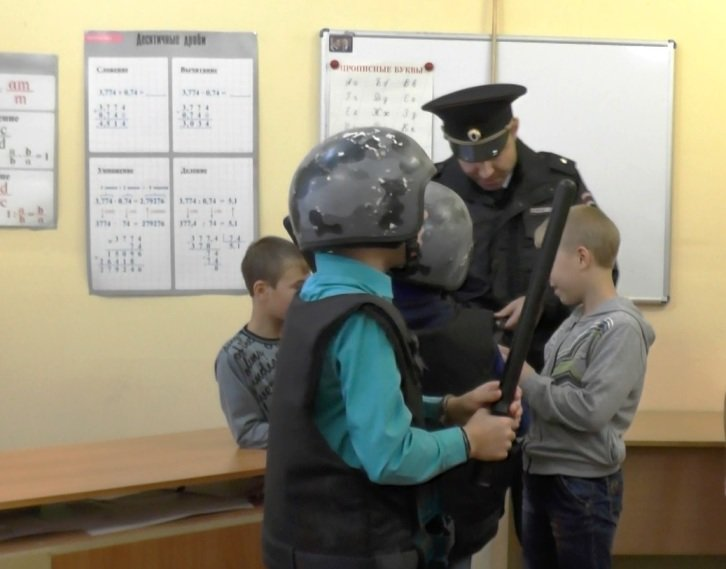 Сотрудники Полевского отдела полиции учили воспитанников детского дома защищать свои права, фото-3