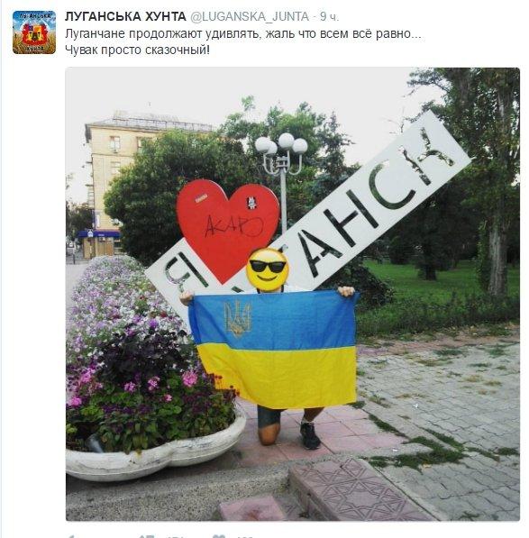 """""""Я захищаю свій народ"""" - в военкомате """"ЛНР"""" на желто-синем фоне разместили плакаты на украинском языке, фото-1"""