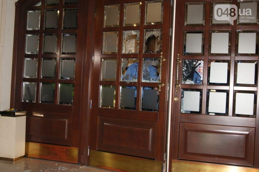 В Одессе с помощью вооруженной разборки пытались захватить отель, фото-2