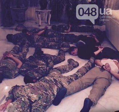 В Одессе с помощью вооруженной разборки пытались захватить отель, фото-4