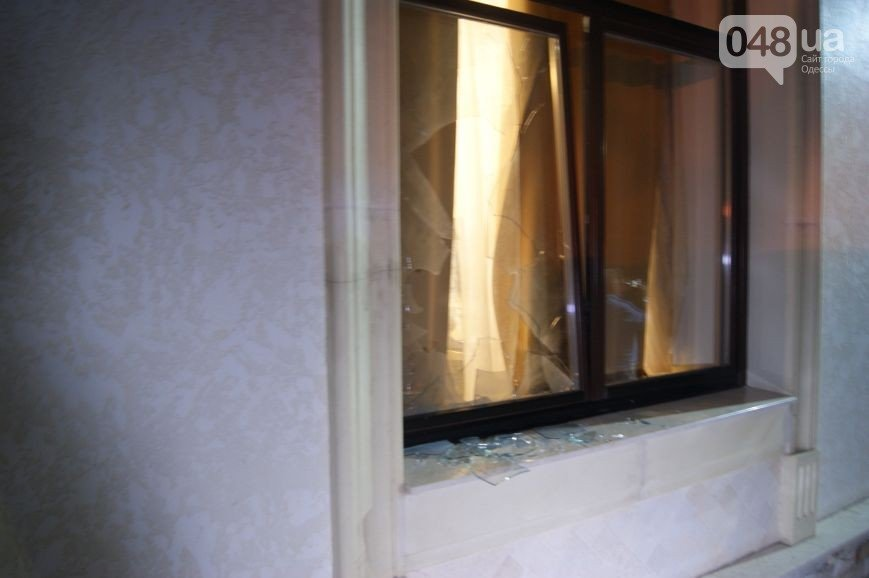В Одессе с помощью вооруженной разборки пытались захватить отель, фото-3